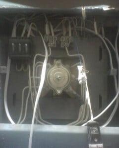 Электрощиток панельного дома со снятыми автоматами