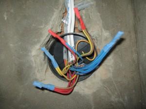 Изолирование проводов в распредкоробке